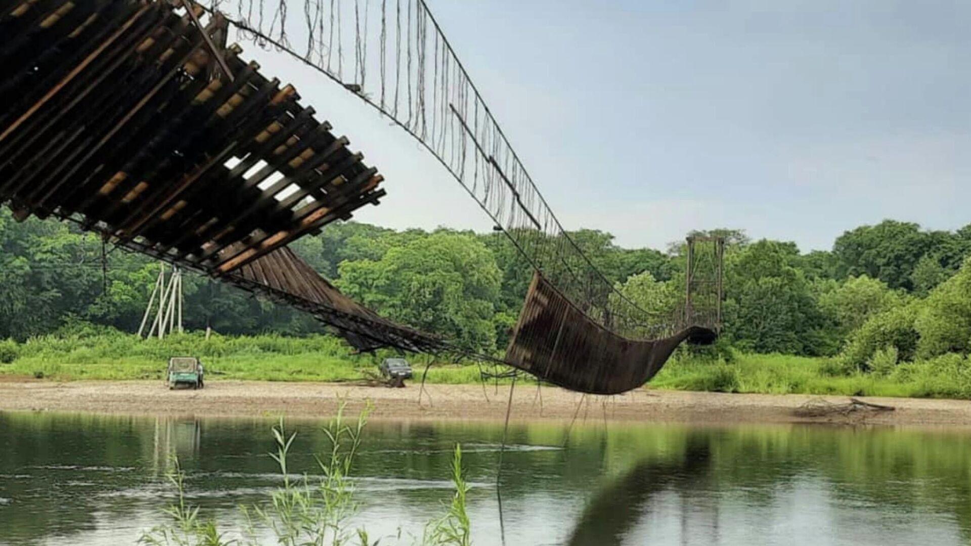 Поврежденный подвесной мост через реку Уссури в Чугуевском муниципальном округе Приморья - РИА Новости, 1920, 28.06.2021