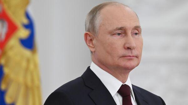 Президент РФ Владимир Путин во время встречи с выпускниками военных вузов