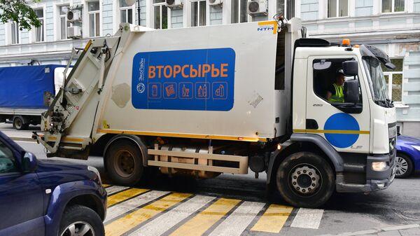 Мусоровоз в Москве
