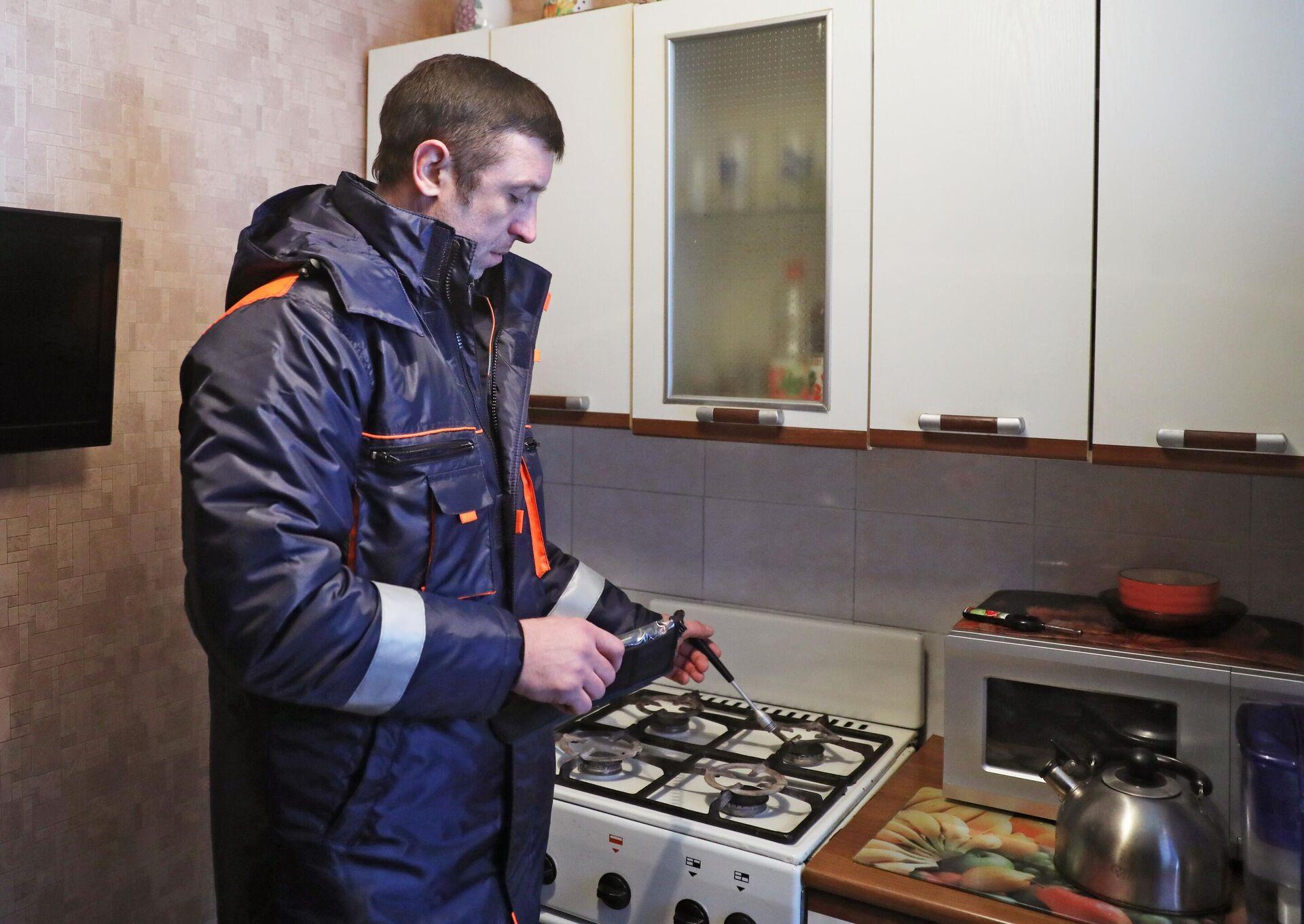 Проверка газового оборудования в жилых домах  - РИА Новости, 1920, 30.06.2021