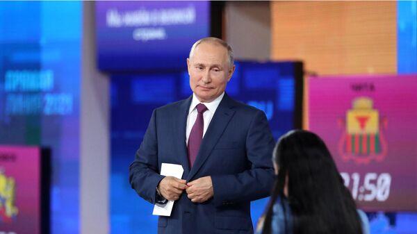 Президент РФ Владимир Путин после ежегодной специальной программы Прямая линия с Владимиром Путиным