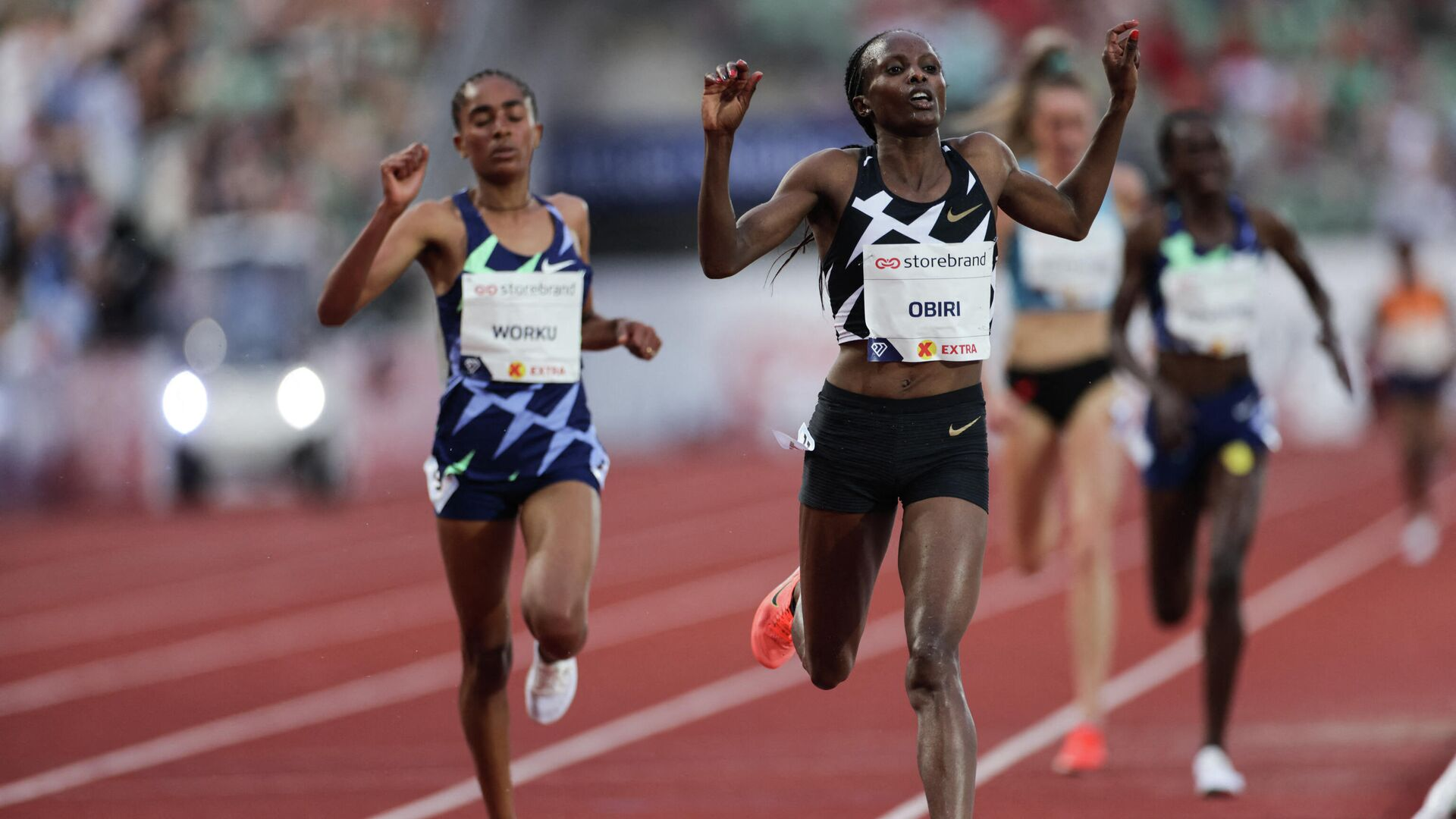 Hellen OBIRI from Kenya (R) and Fantu WORKU from Ethiopia compete in the 5000M women final at the Diamond League track and field meeting in Oslo on July 1, 2021. (Photo by STR / Diamond League AG) - РИА Новости, 1920, 02.07.2021
