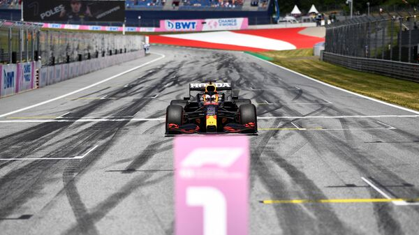 Пилот Ред Булл Макс Ферстаппен после победы на Гран-при Австрии