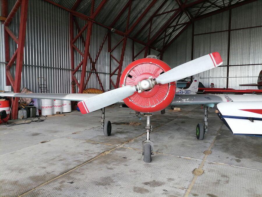 Самолет на аэродроме Боровая в Сургуте