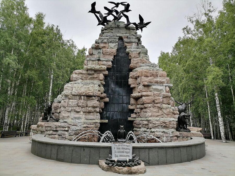 Фонтан и скульптура в Ханты-Мансийске