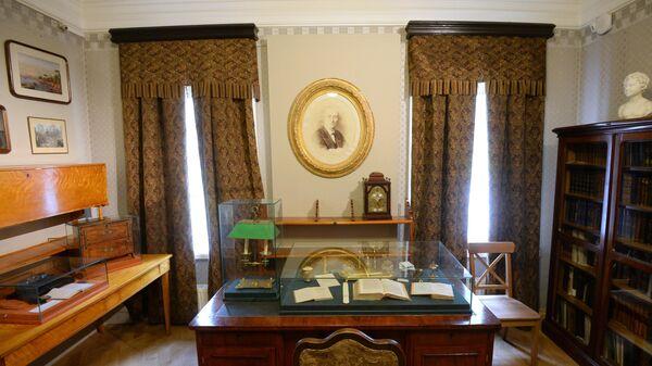 Кабинет, в котором работали Е.А. Боратынский и Ф.И. Тютчев, в главном усадебном доме в музее - усадьбе Мураново