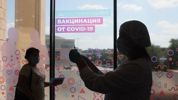 Центр вакцинации от COVID-19 в Лужниках