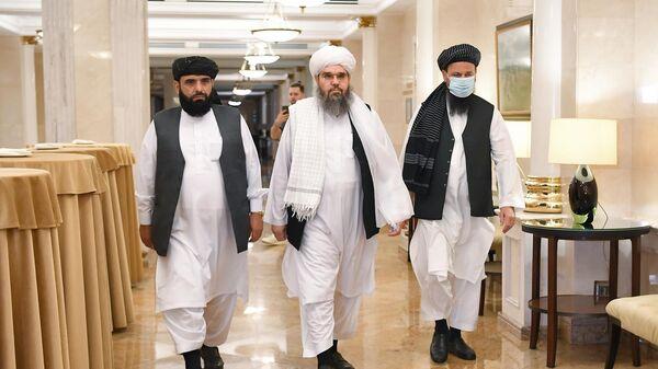 Представители делегации политического офиса движения Талибан (террористическая организация, запрещена в России) Мохаммад Сохайль Шахин, Шахабуддин Делавар и Абдул Латиф Мансур перед началом пресс-конференции в Москве