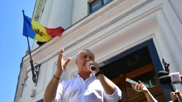Лидер Партии социалистов (ПСРМ), экс-президент республики Игорь Додон на акции протеста в Кишиневе