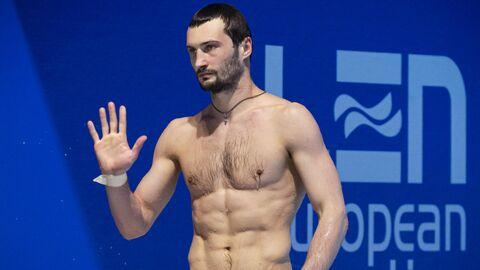 Александр Бондарь (Россия) в финальных соревнованиях в прыжках в воду с вышки 10 м среди мужчин на чемпионате Европы по водным видам спорта в Будапеште.