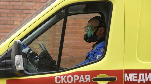 Водитель машины скорой помощи