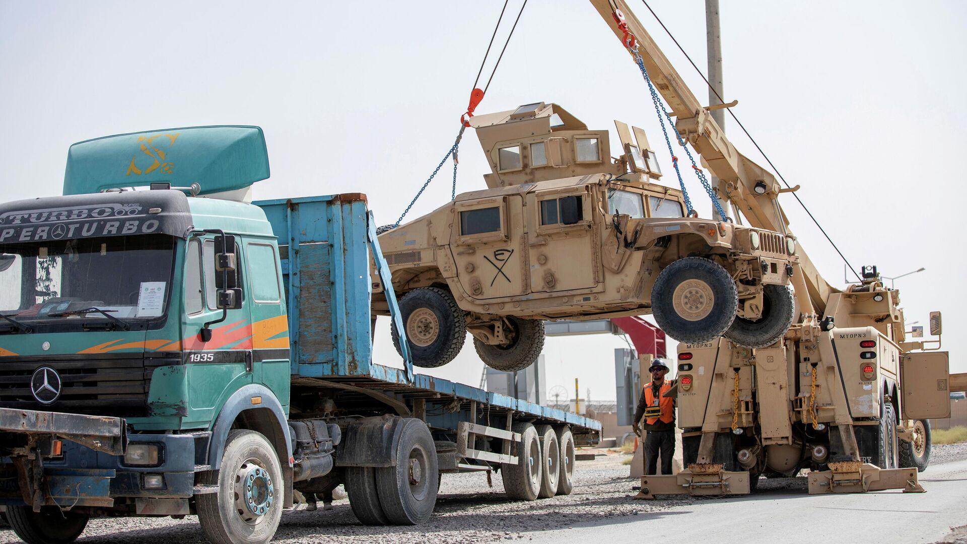 Погрузка военных автомобилей HUMV во время подготовки к выводу войск США из Афганистана в Кандагаре - РИА Новости, 1920, 28.07.2021