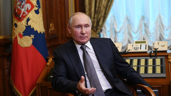 Президент России Владимир Путин отвечает на вопросы о статье Об историческом единстве русских и украинцев