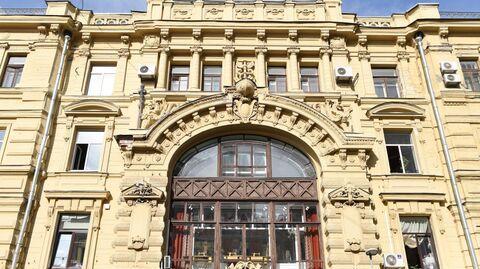 Многоквартирный дом на улице Кузнецкий Мост, 19 в Москве