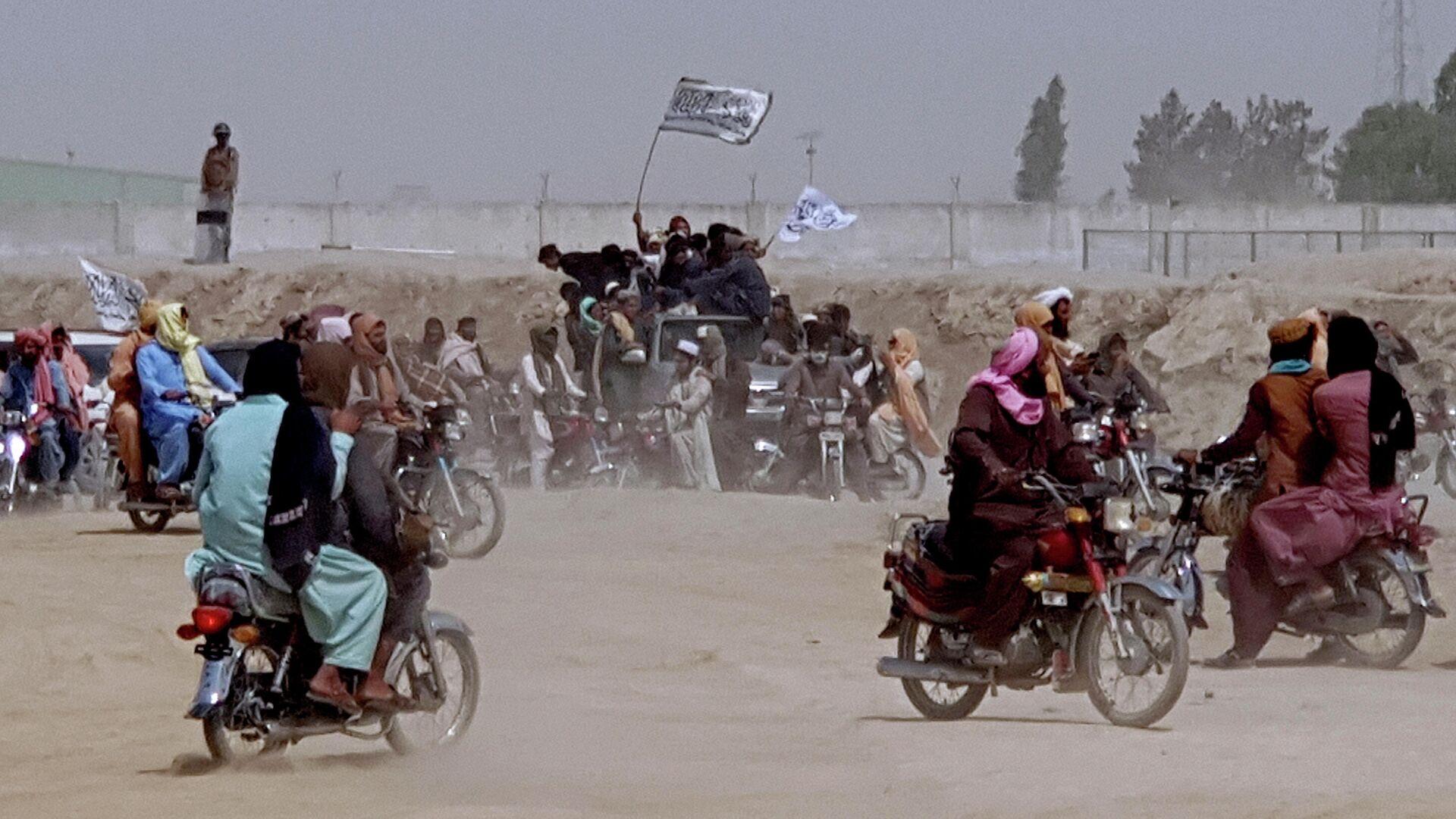 Сторонники Талибана* на границе Афганистана и Пакистана - РИА Новости, 1920, 02.08.2021