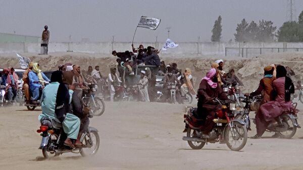 Сторонники Талибана* на границе Афганистана и Пакистана