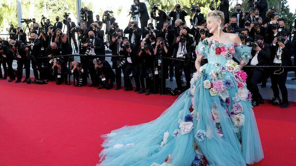 Актриса Шэрон Стоун на красной дорожке Каннского кинофестиваля