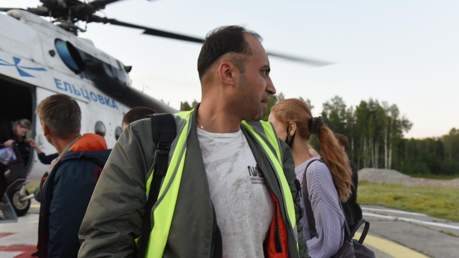 Пилот самолета Ан-28 Фарух Хасанов, доставленный вместе с пассажирами в Томск с места жесткой посадки самолета - РИА Новости, 1920, 16.07.2021
