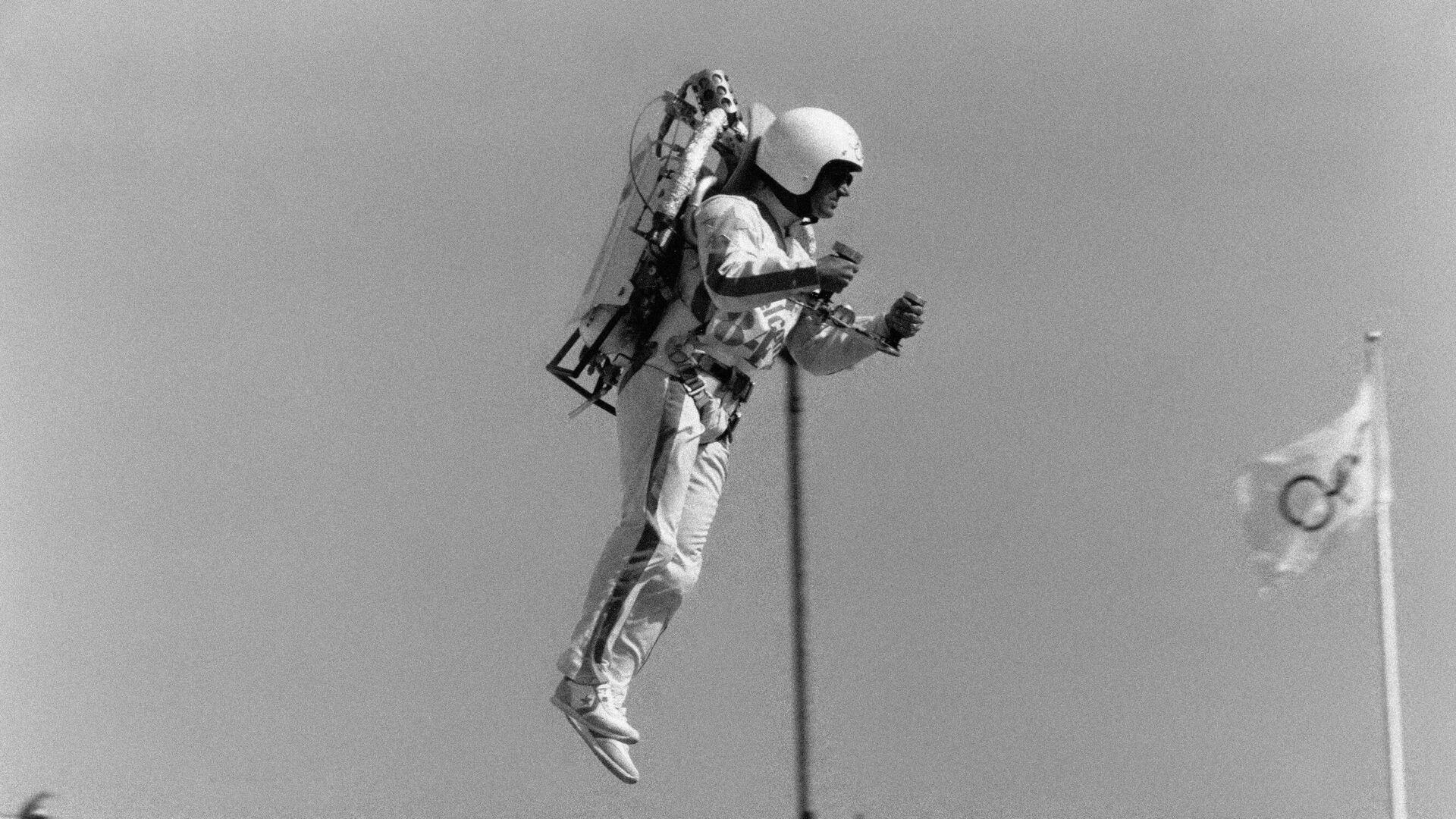 Джетмен на церемонии открытия Олимпийских Игр 1984 года в Лос-Анджелесе - РИА Новости, 1920, 20.07.2021