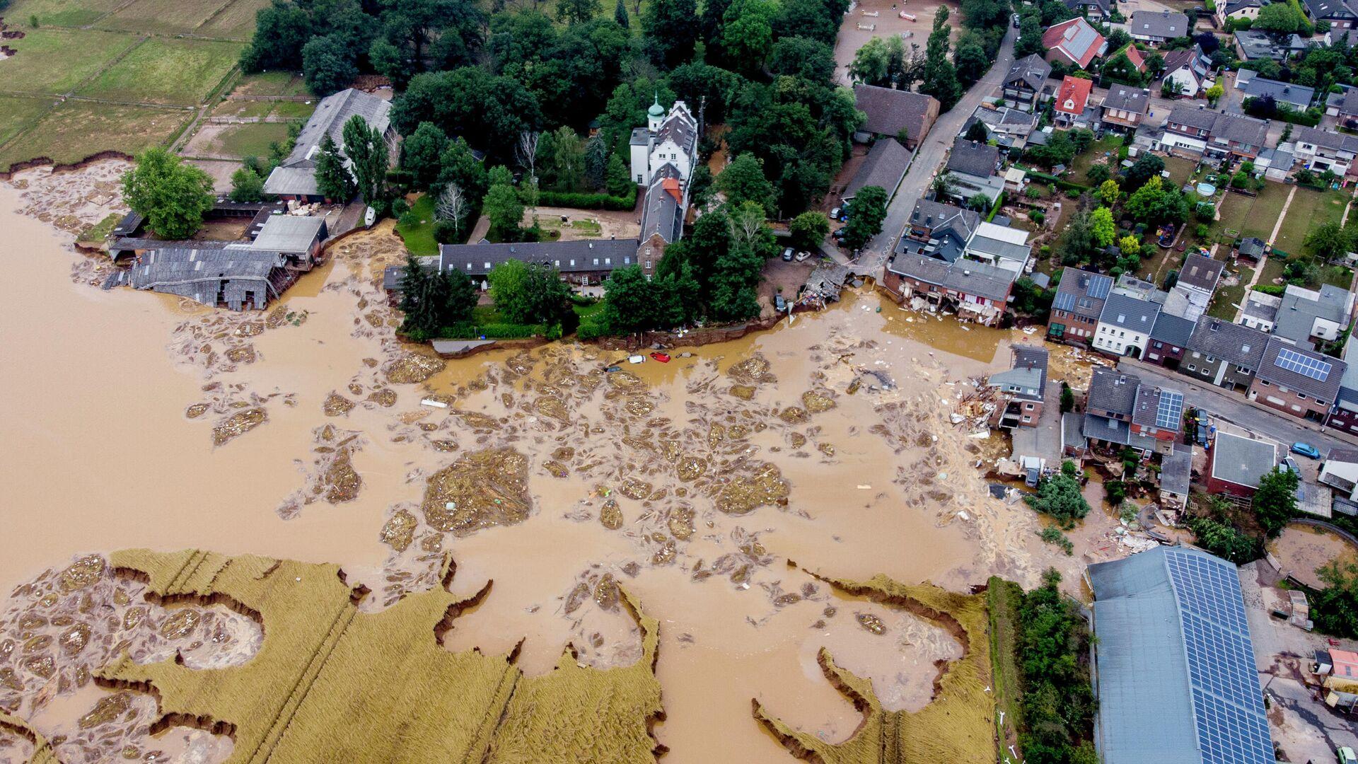 Поврежденный замок (слева) в Эрфтштадт-Блессем, Германия - РИА Новости, 1920, 15.09.2021