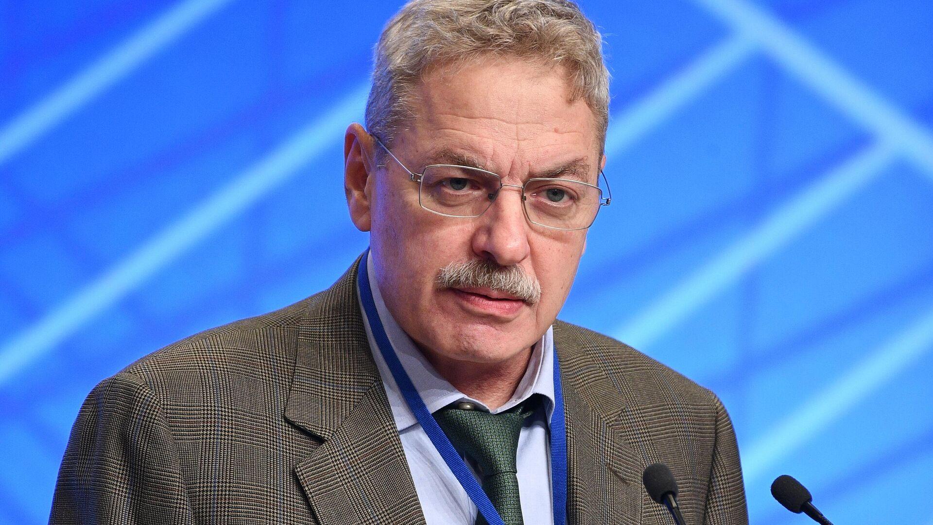 Пресс-секретарь президента Песков не стал комментировать слухи о переходе Яновского в АП
