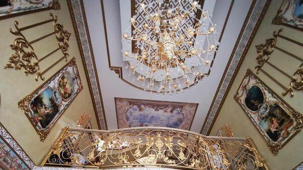 Люстра в доме главы ГИБДД по Ставропольскому краю Алексея Сафонова