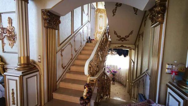 Холл в доме главы ГИБДД по Ставропольскому краю Алексея Сафонова