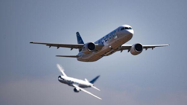 Пассажирские самолеты МС-21-310 и МС-21-300 на Международном авиационно-космическом салоне МАКС-2021