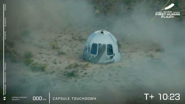 Приземление капсулы с Безосом после полета в космос
