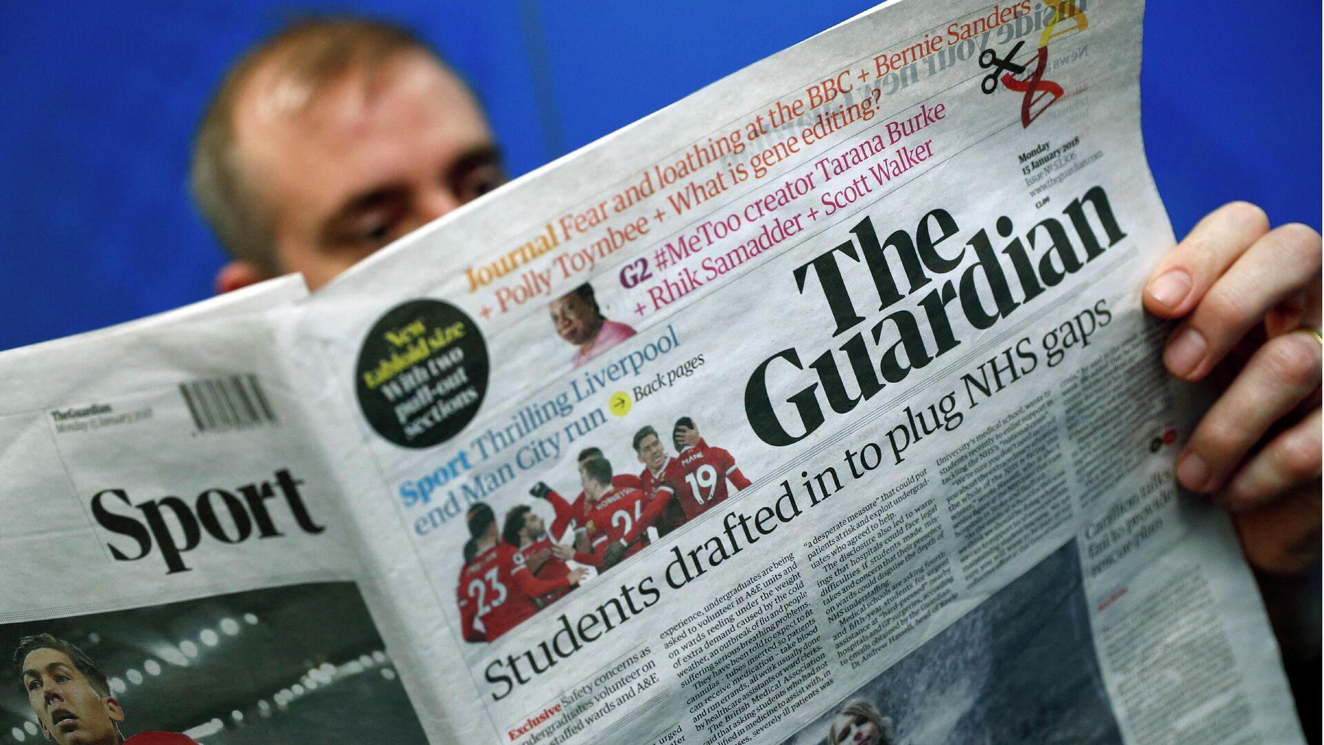 Мужчина читает британскую газету The Guardian - РИА Новости, 1920, 21.07.2021