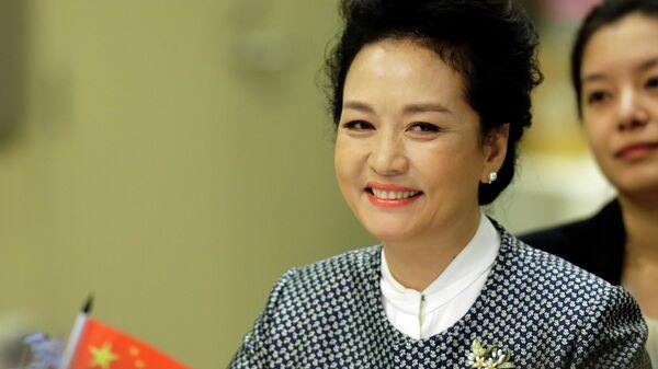 Пэн Лиюань, cупруга председателя КНР Си Цзиньпина, спецпосланник ЮНЕСКО по содействию образованию девочек и женщин