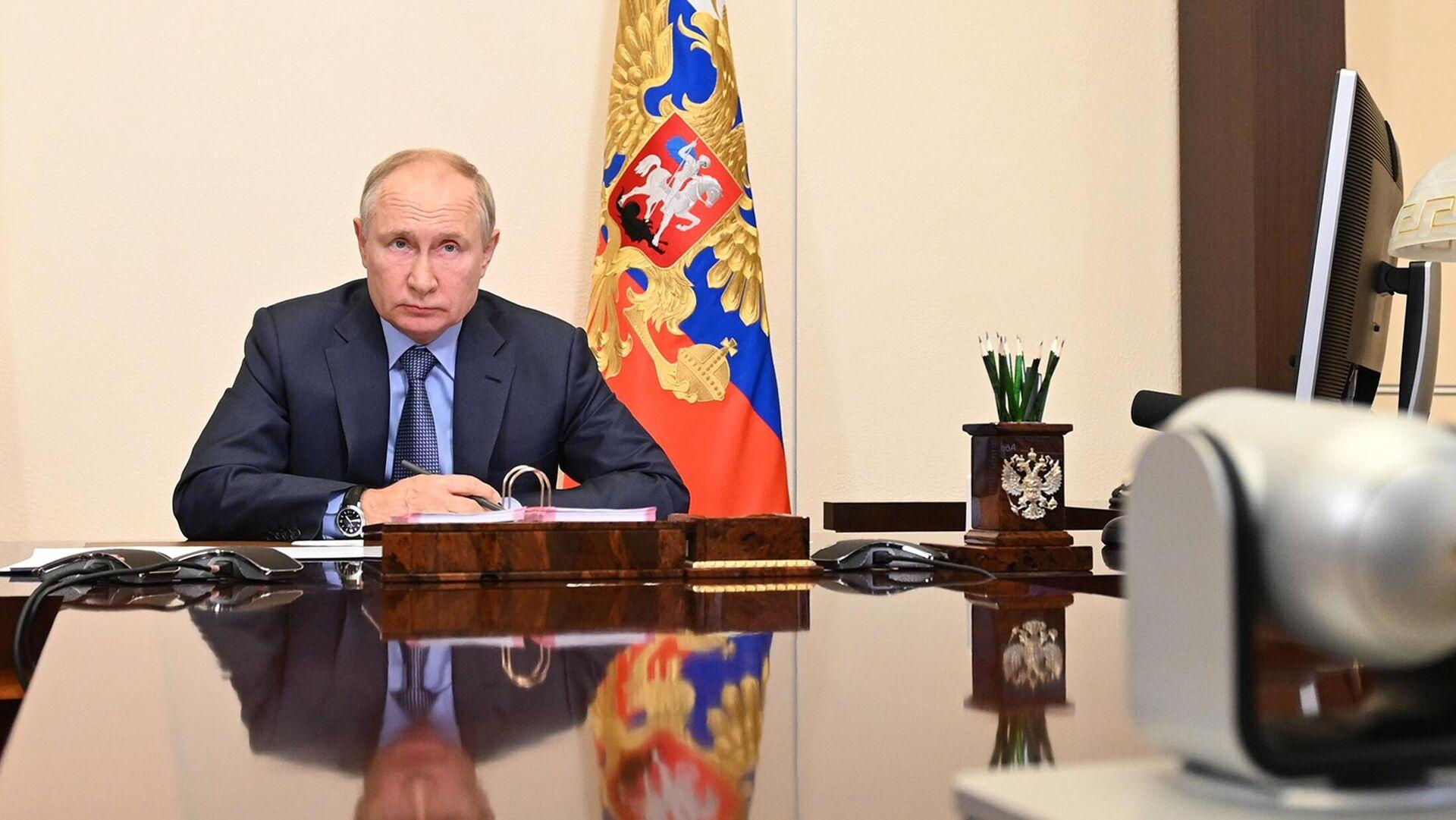 Президент РФ Владимир Путин проводит совещание с членами правительства РФ в режиме видеоконференции - РИА Новости, 1920, 24.07.2021