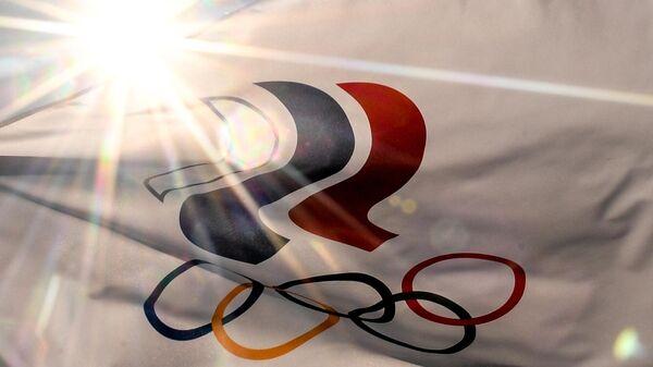 Флаг с символикой Олимпийских игр в Токио