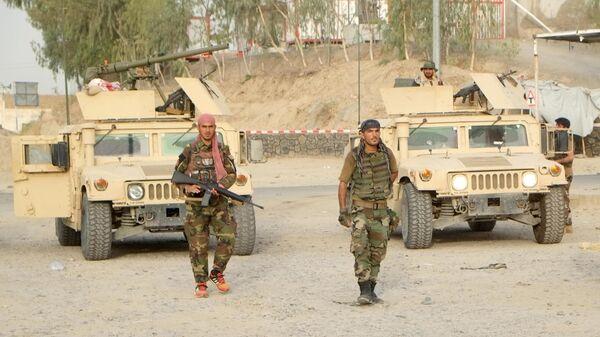 Военнослужащие правительственных войск Афганистана на линии соприкосновения с Талибами