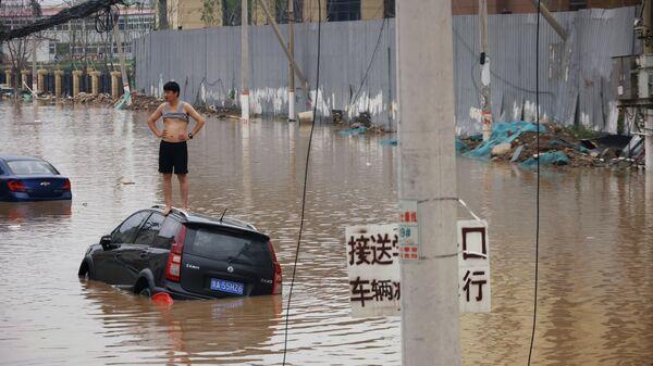 Наводнение после дождя в Чжэнчжоу провинции Хэнань