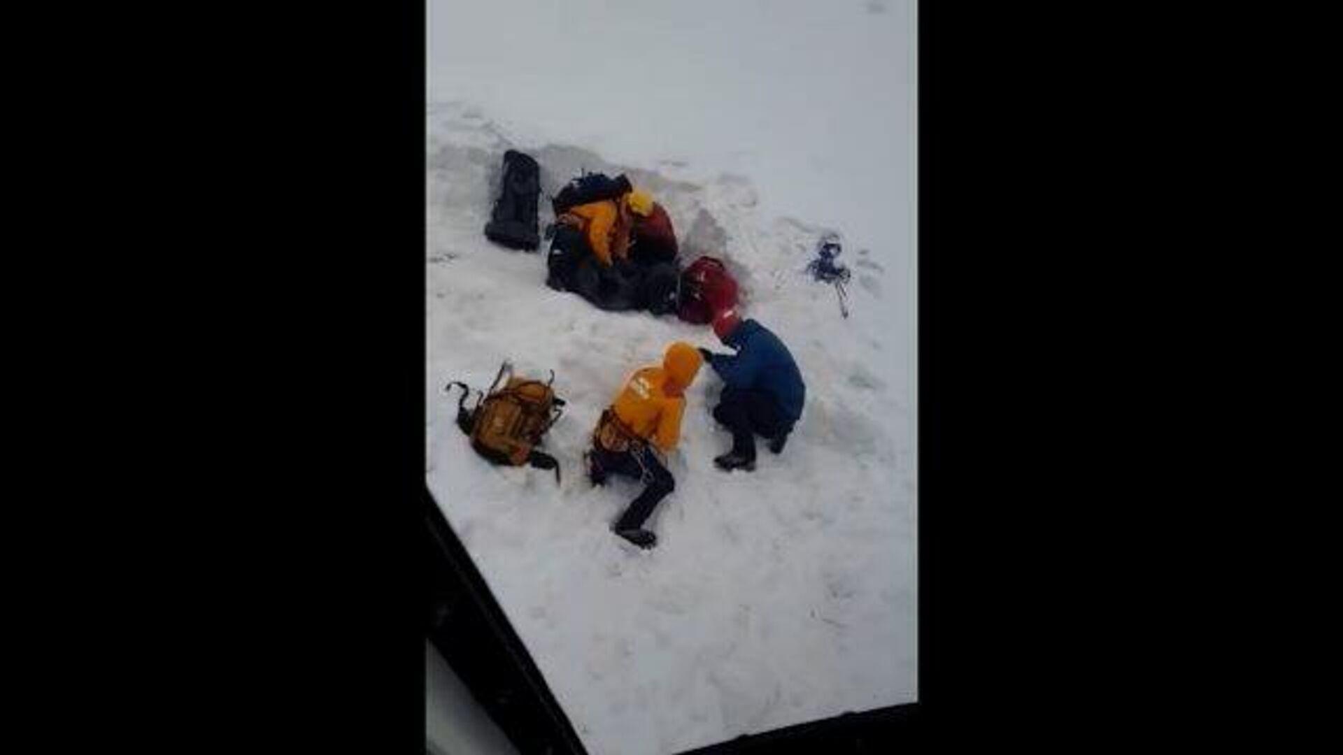 Спасение туристов, попавших под камнепад в горах Кабардино-Балкарии - РИА Новости, 1920, 23.07.2021