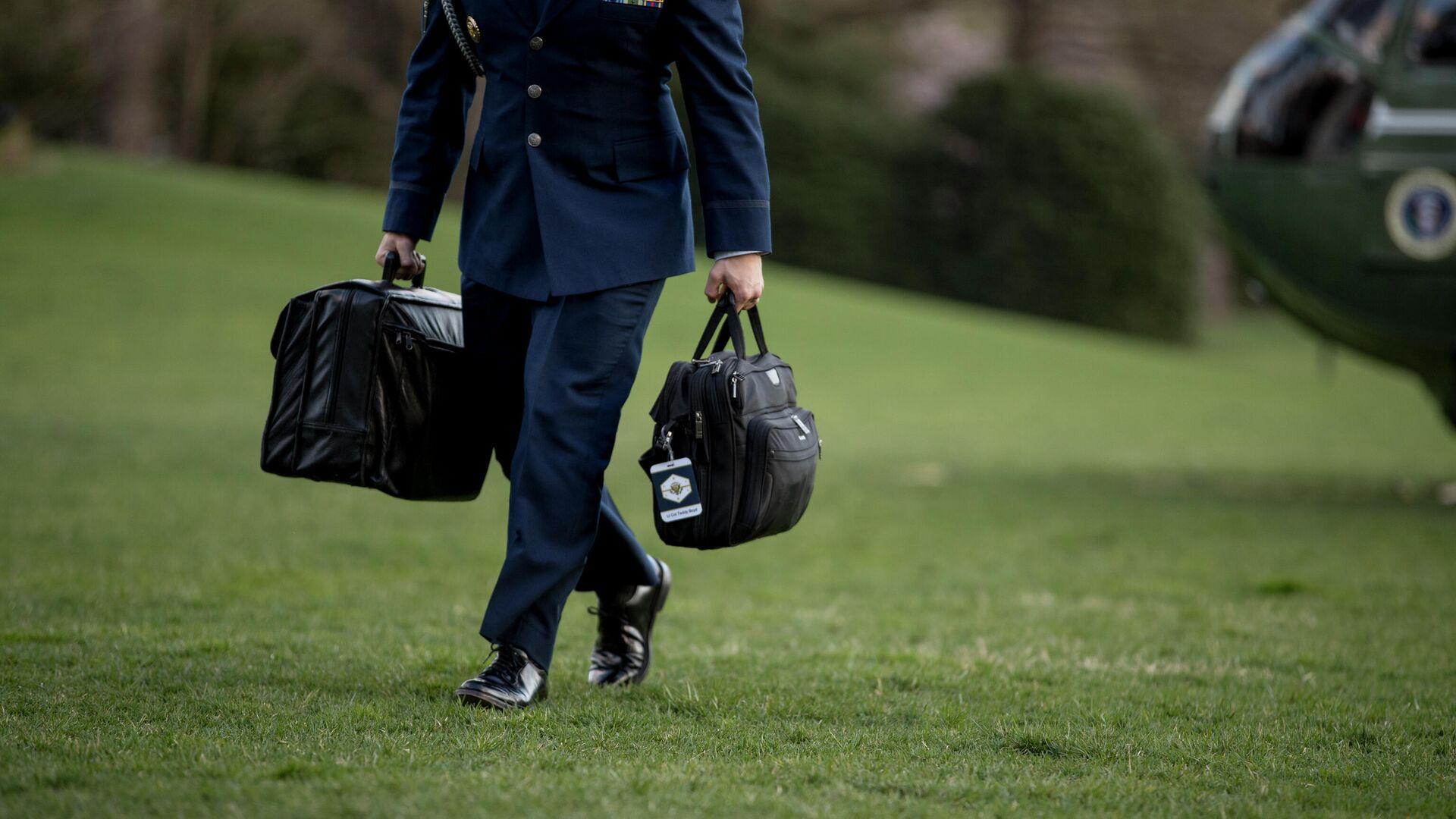 """""""Это разгильдяйство!"""" Где оставили """"ядерный чемоданчик"""" Пентагона"""