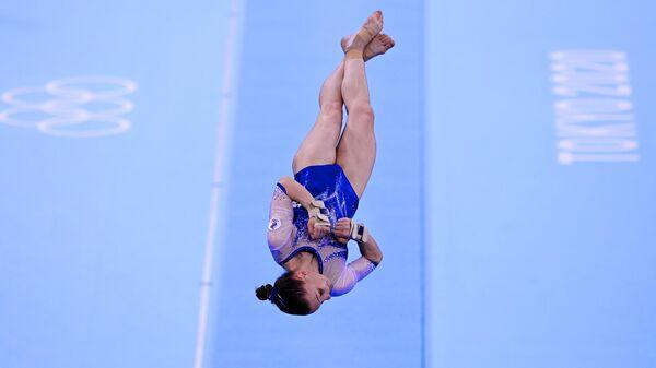 Российская спортсменка, член сборной России (команда ОКР) Владислава Уразова выполняет опорный прыжок в командном многоборье среди женщин на соревнованиях по спортивной гимнастике на XXXII летних Олимпийских играх в Токио.