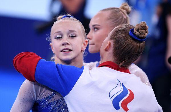 Российская спортсменка, член сборной России (команда ОКР) Виктория Листунова после выполнения упражнений на разновысоких брусьях в командном многоборье среди женщин на соревнованиях по спортивной гимнастике на XXXII летних Олимпийских играх в Токио.