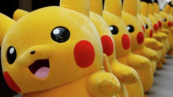 Фигурки покемона Пикачу в Йокогаме, Япония