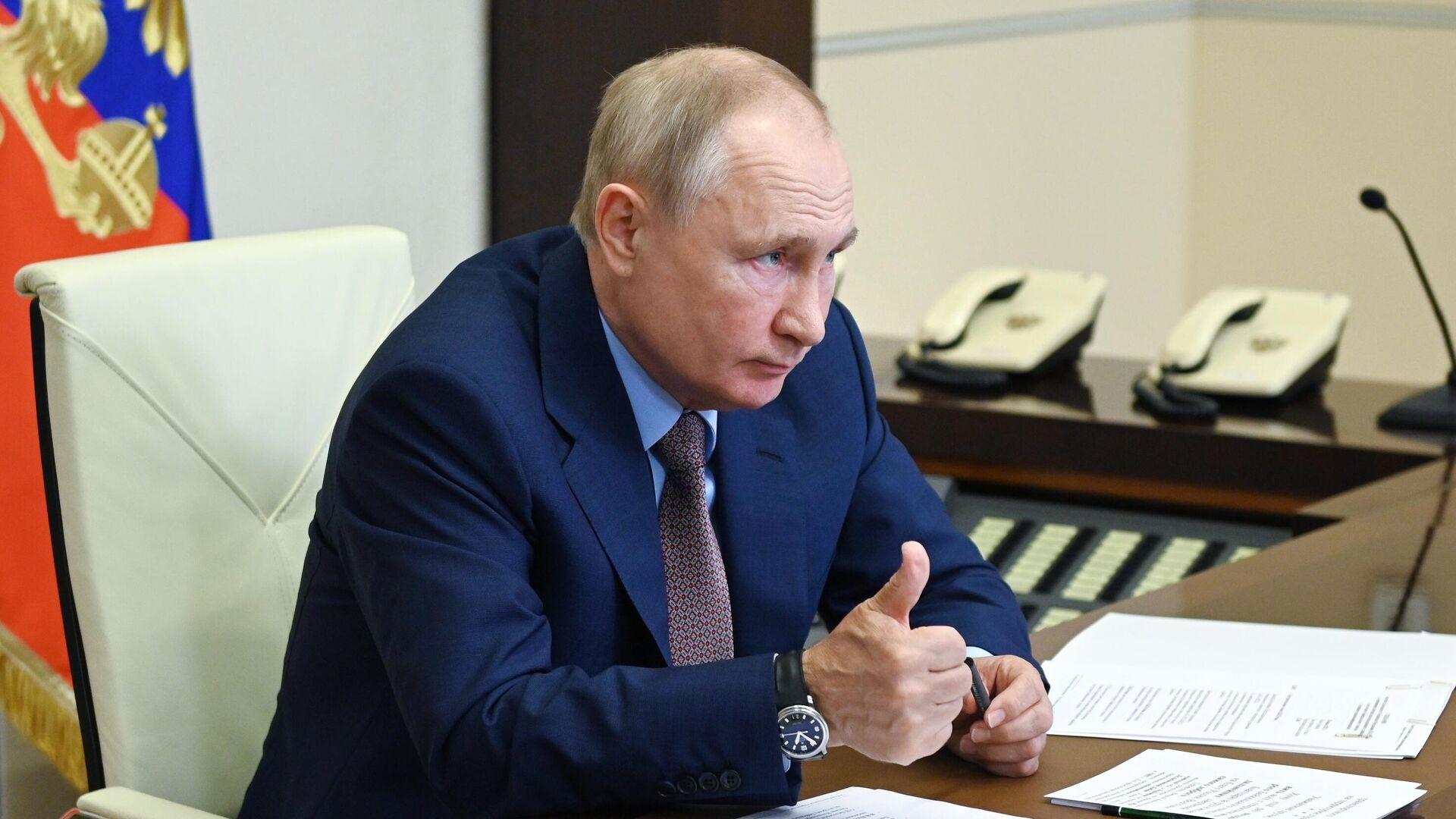 Президент РФ Владимир Путин в режиме видеоконференции принимает участие в церемонии запуска железнодорожного движения по второму Байкальскому тоннелю - РИА Новости, 1920, 28.07.2021