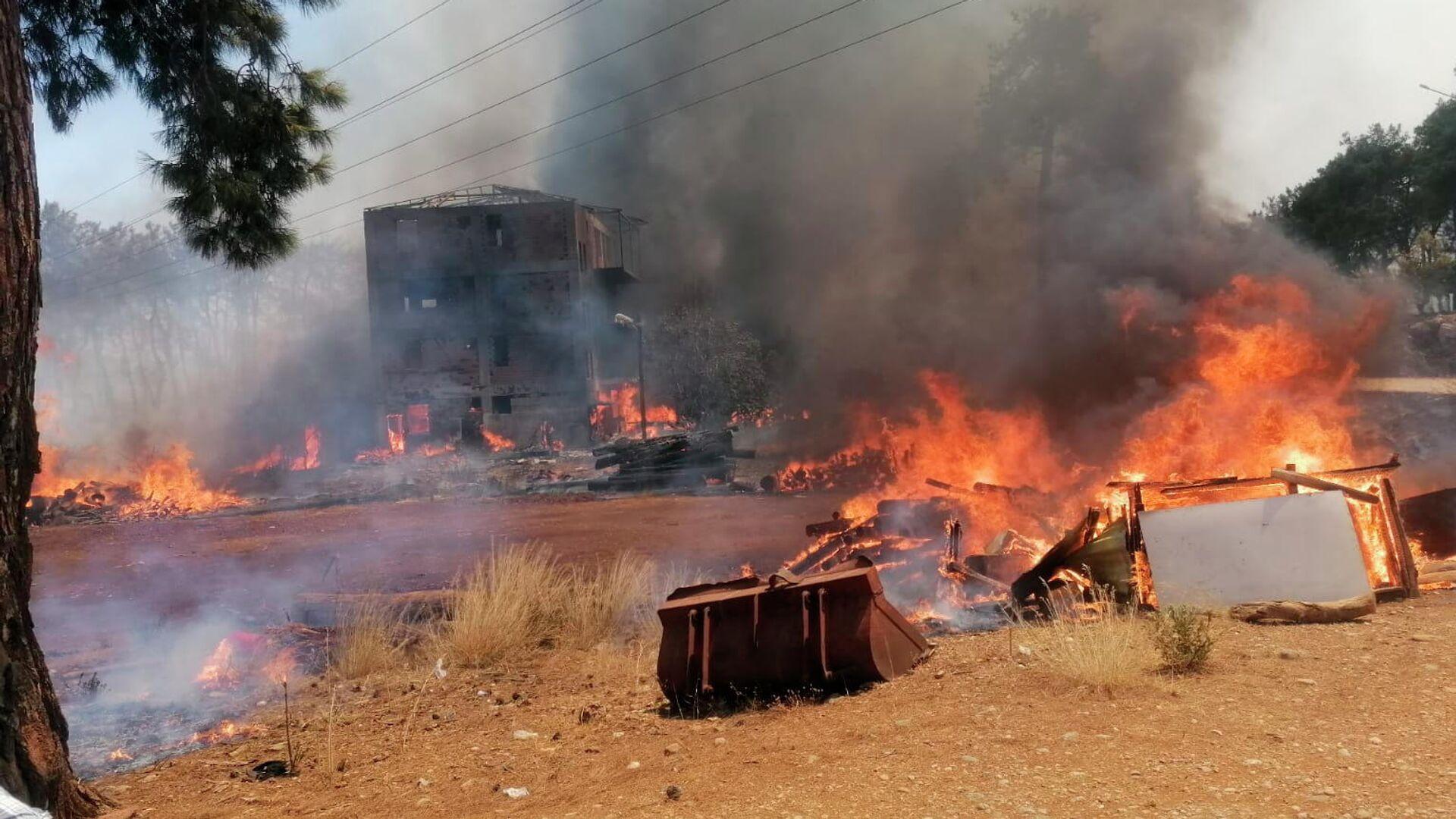Опубликовано видео с места взрыва на химкомбинате в Ростовской области