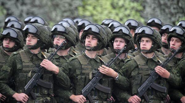Военнослужащие на совместных стратегических учениях Белоруссии и России в Минской области
