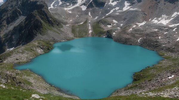 Голубое Муруджинское озеро