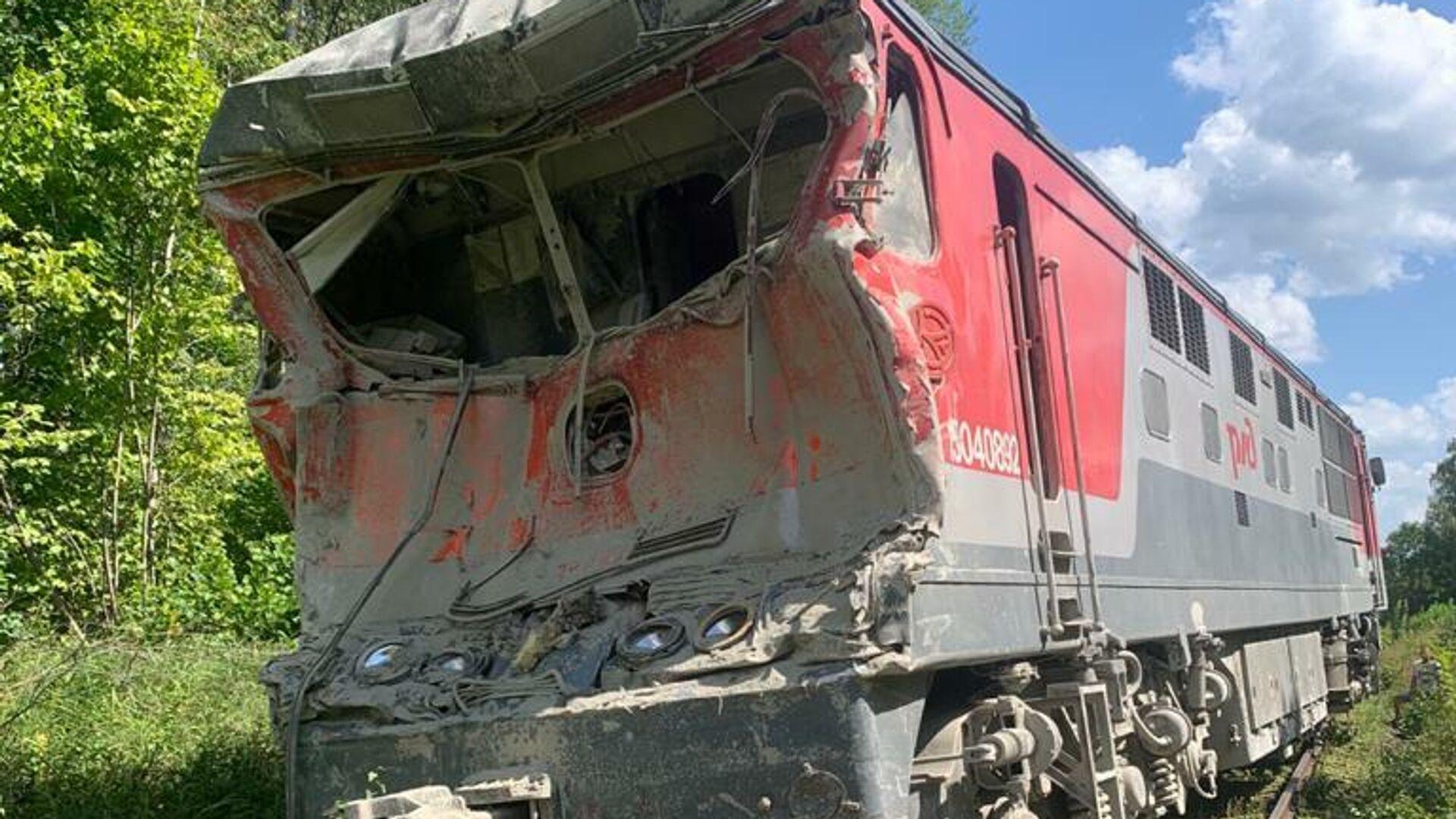 Последствия столкновения грузового автомобиля и пассажирского поезда в Калужской области - РИА Новости, 1920, 31.07.2021
