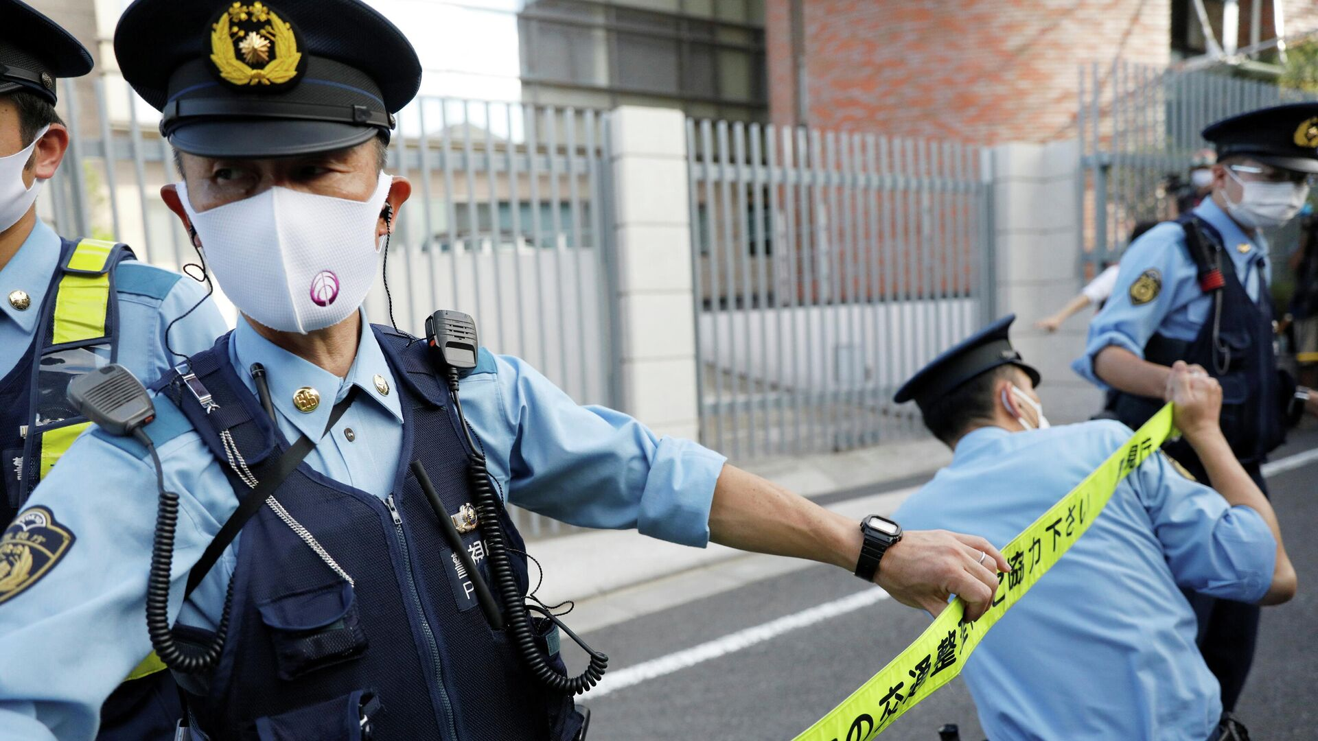 Полицейские оцепили польское посольство в Токио - РИА Новости, 1920, 04.08.2021