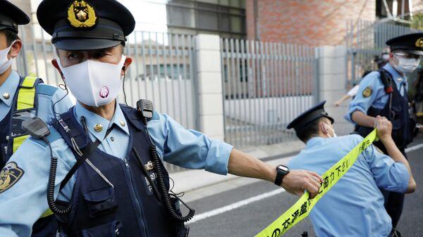 Полицейские оцепили польское посольство в Токио
