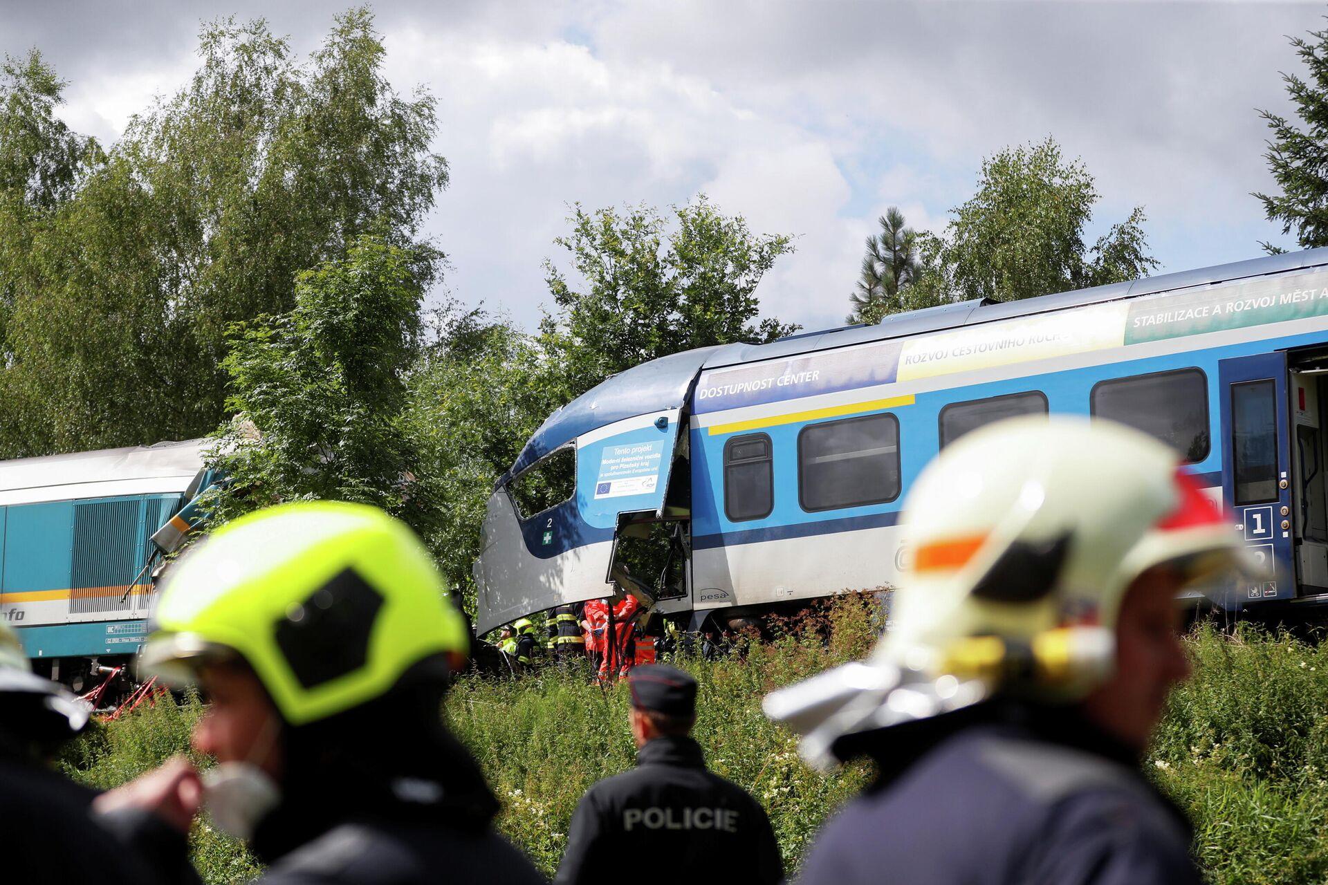 На месте столкновения пассажирских поездов в Чехии - РИА Новости, 1920, 04.08.2021