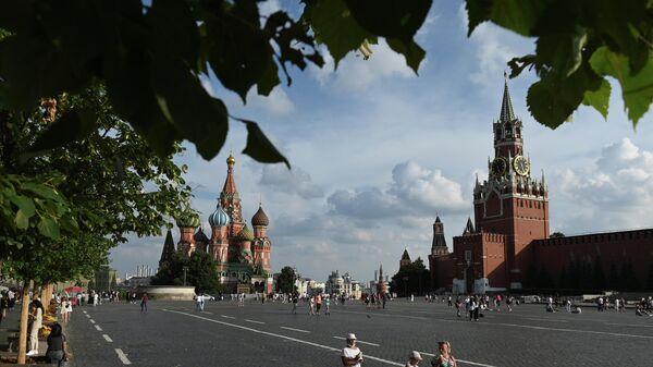 Люди на Красной площади в Москве