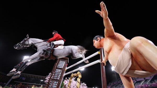 Статуя сумоиста на Олимпиаде в Токио